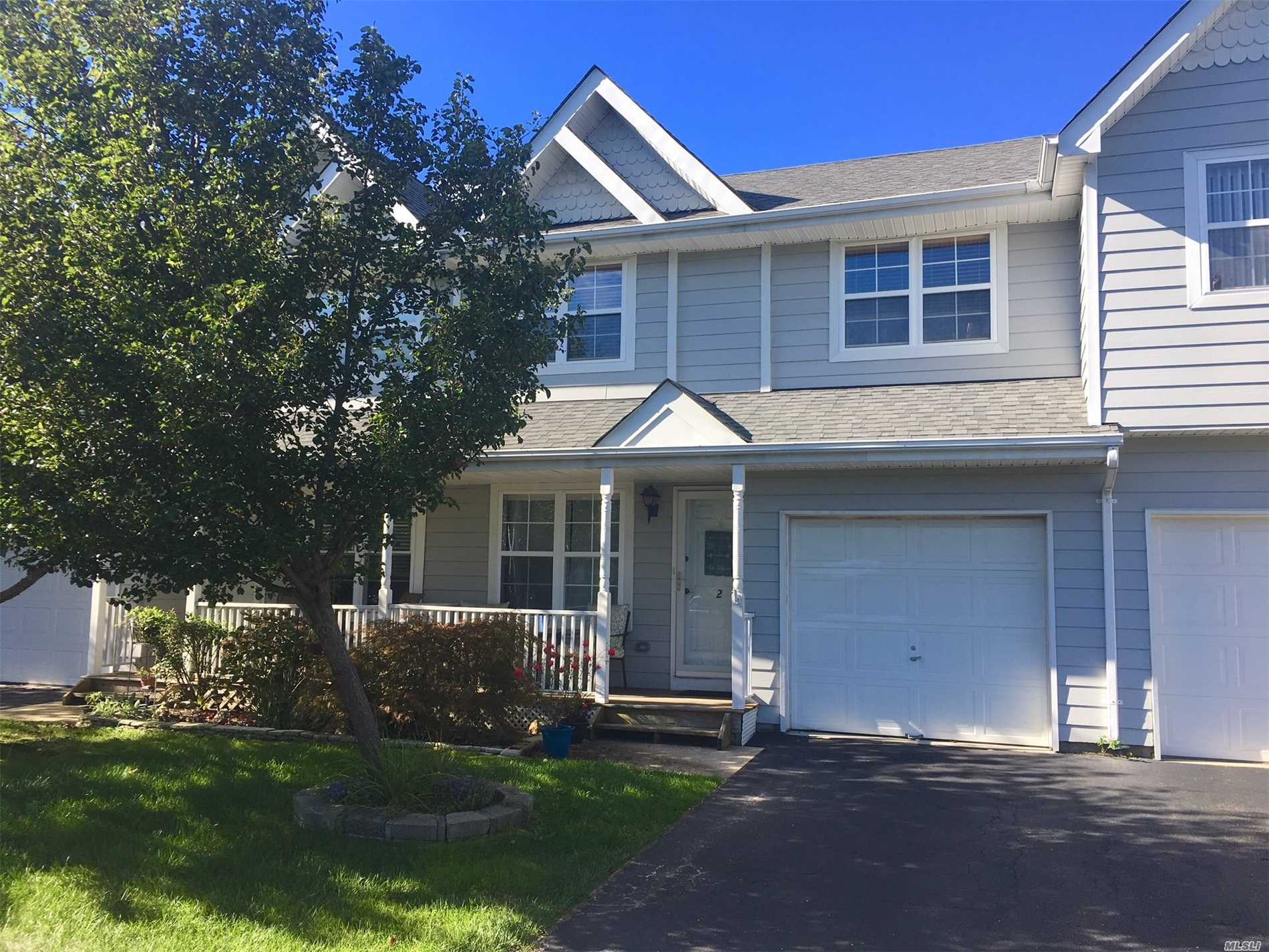 Property for sale at 2 Clubhouse Cir, Central Islip,  NY 11722