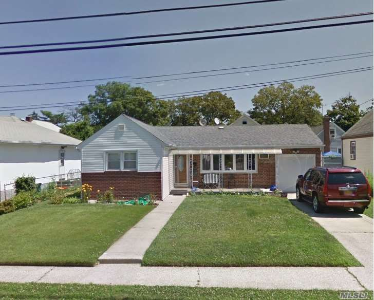 Photo of home for sale at 1390 O St, Elmont NY