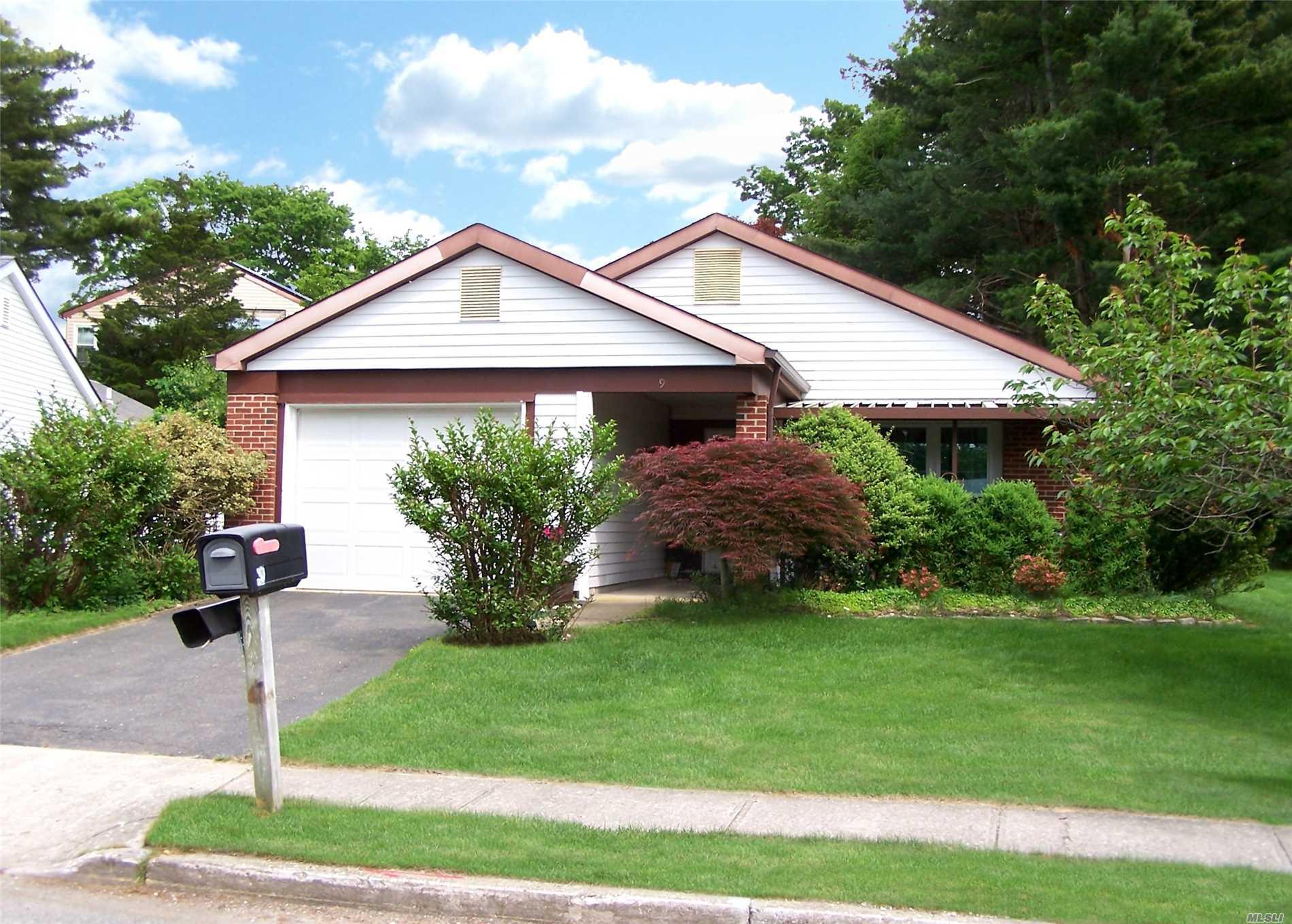 Property for sale at 9 Kingston Dr, Ridge,  NY 11961