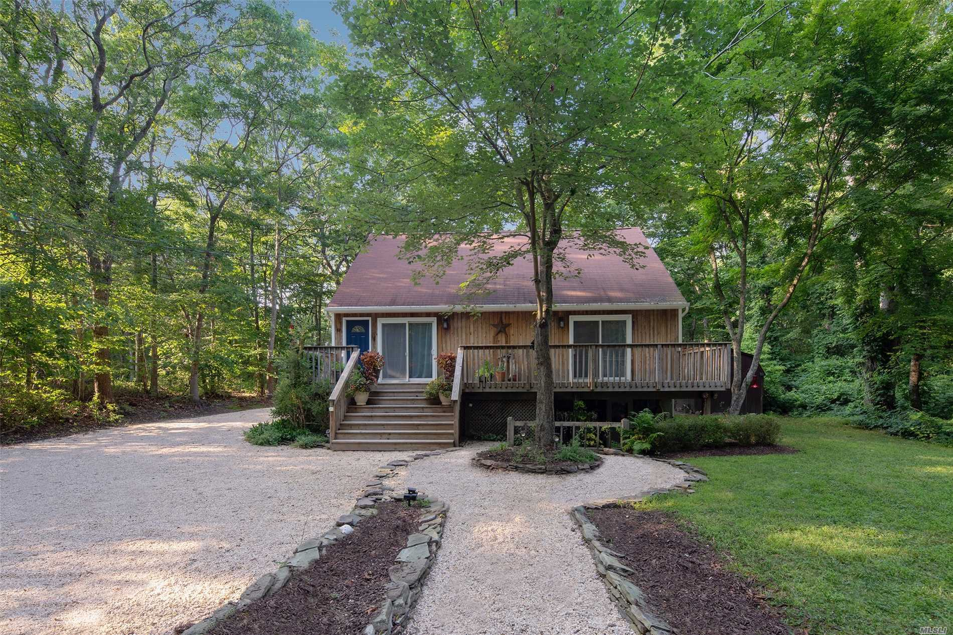 Photo of home for sale at 33 West Neck Rd, Southampton NY
