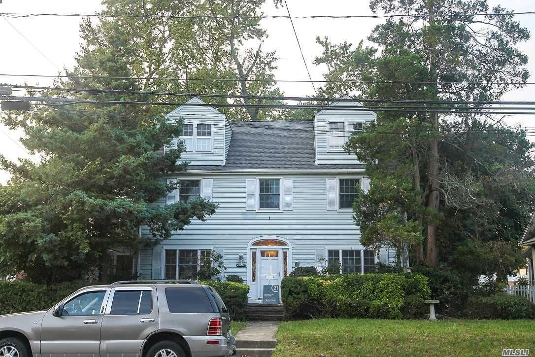 Photo of home for sale at 106 Horton Ave, Valley Stream NY