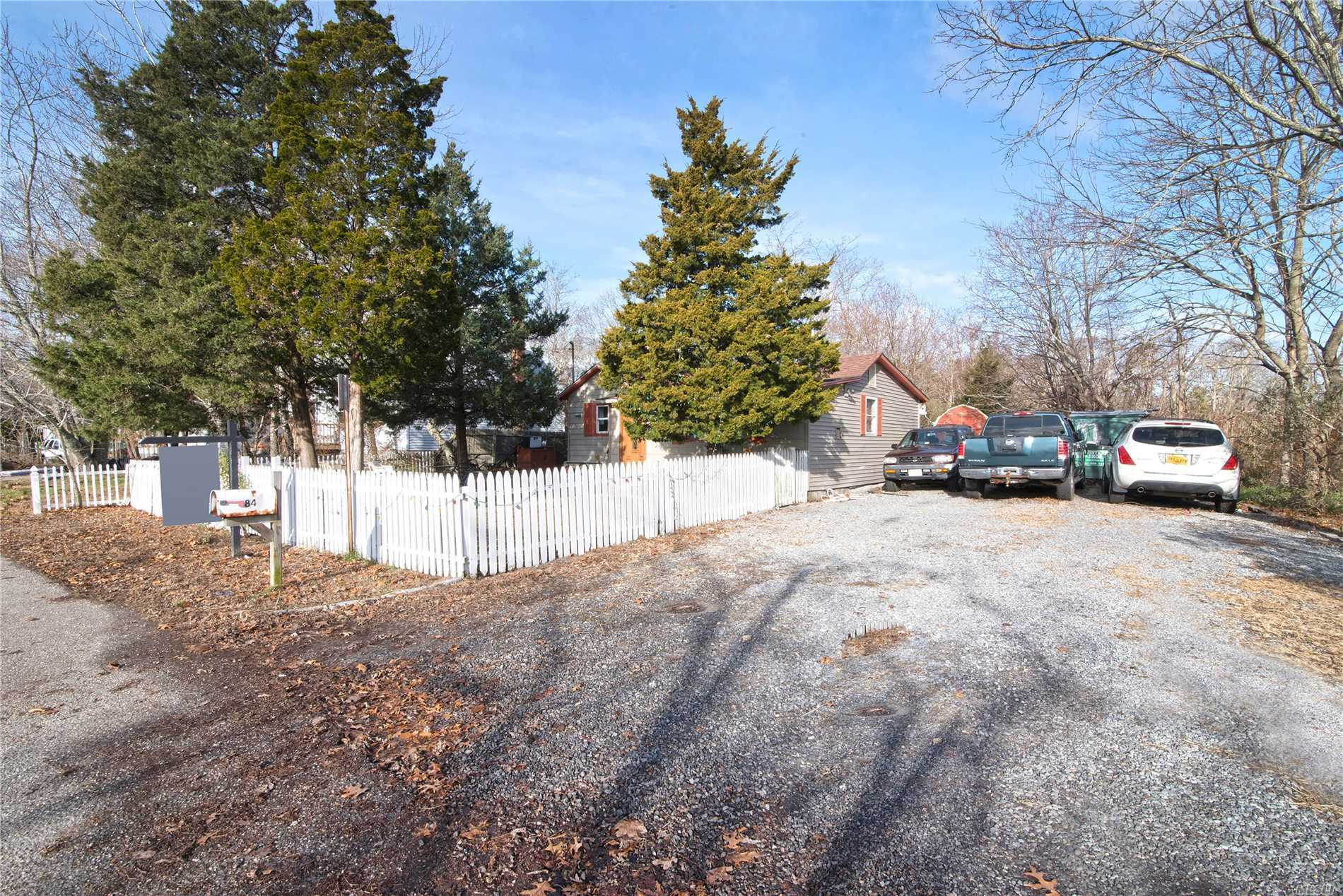 Photo of home for sale at 84 Point Rd, Flanders NY