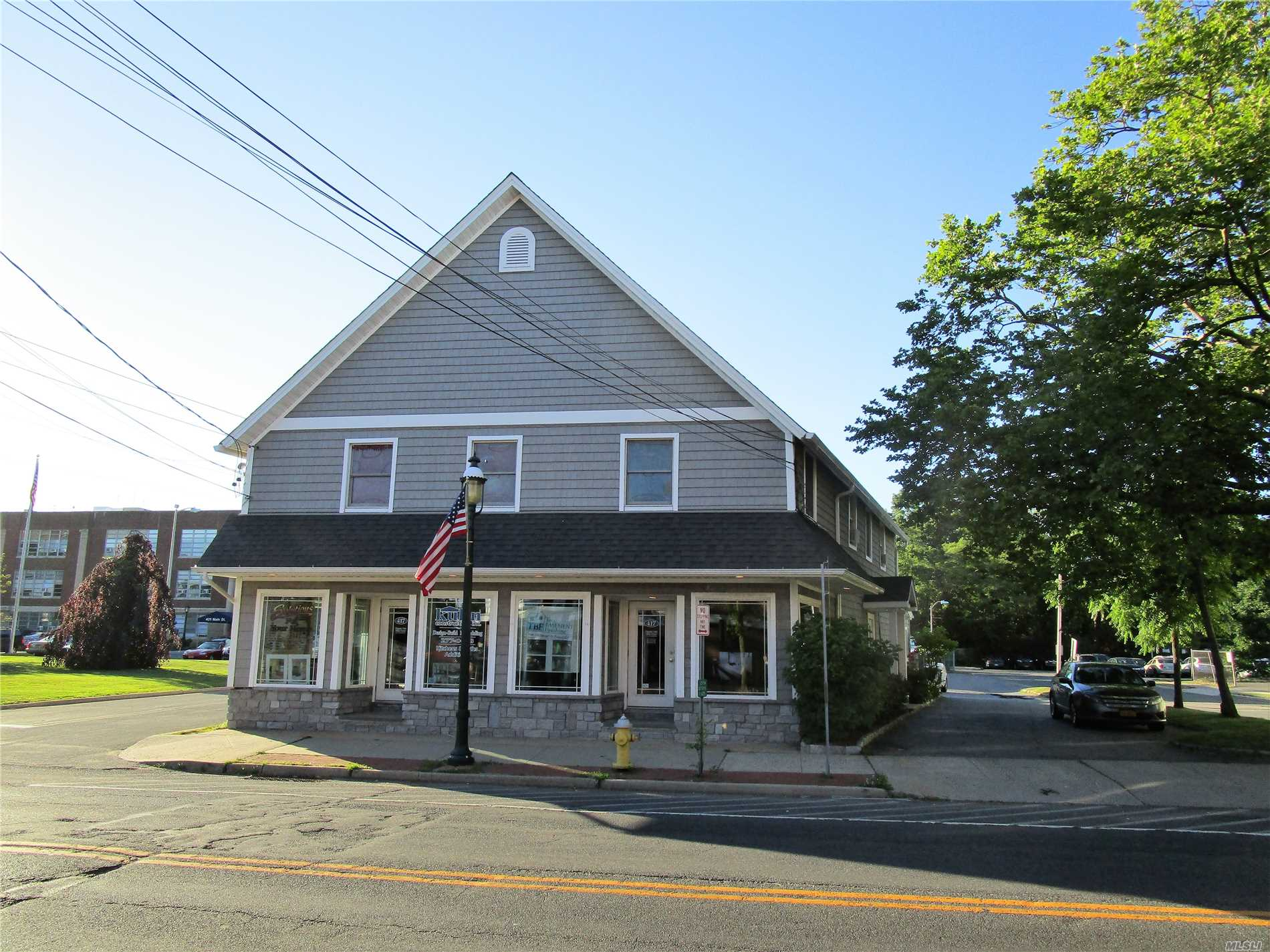 Photo of home for sale at 417 Main St, Islip NY