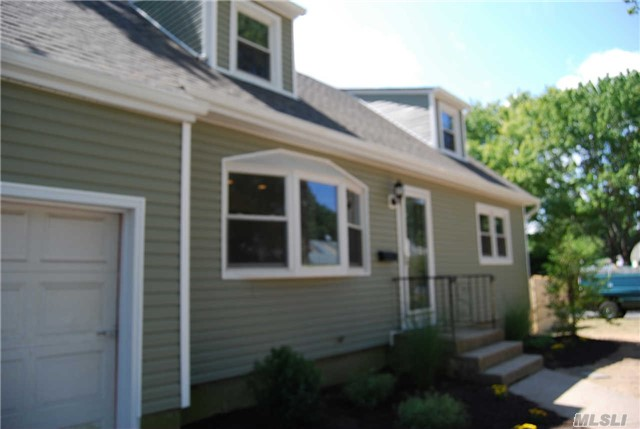 Photo of home for sale at 21 Hilliard Ave, Central Islip NY