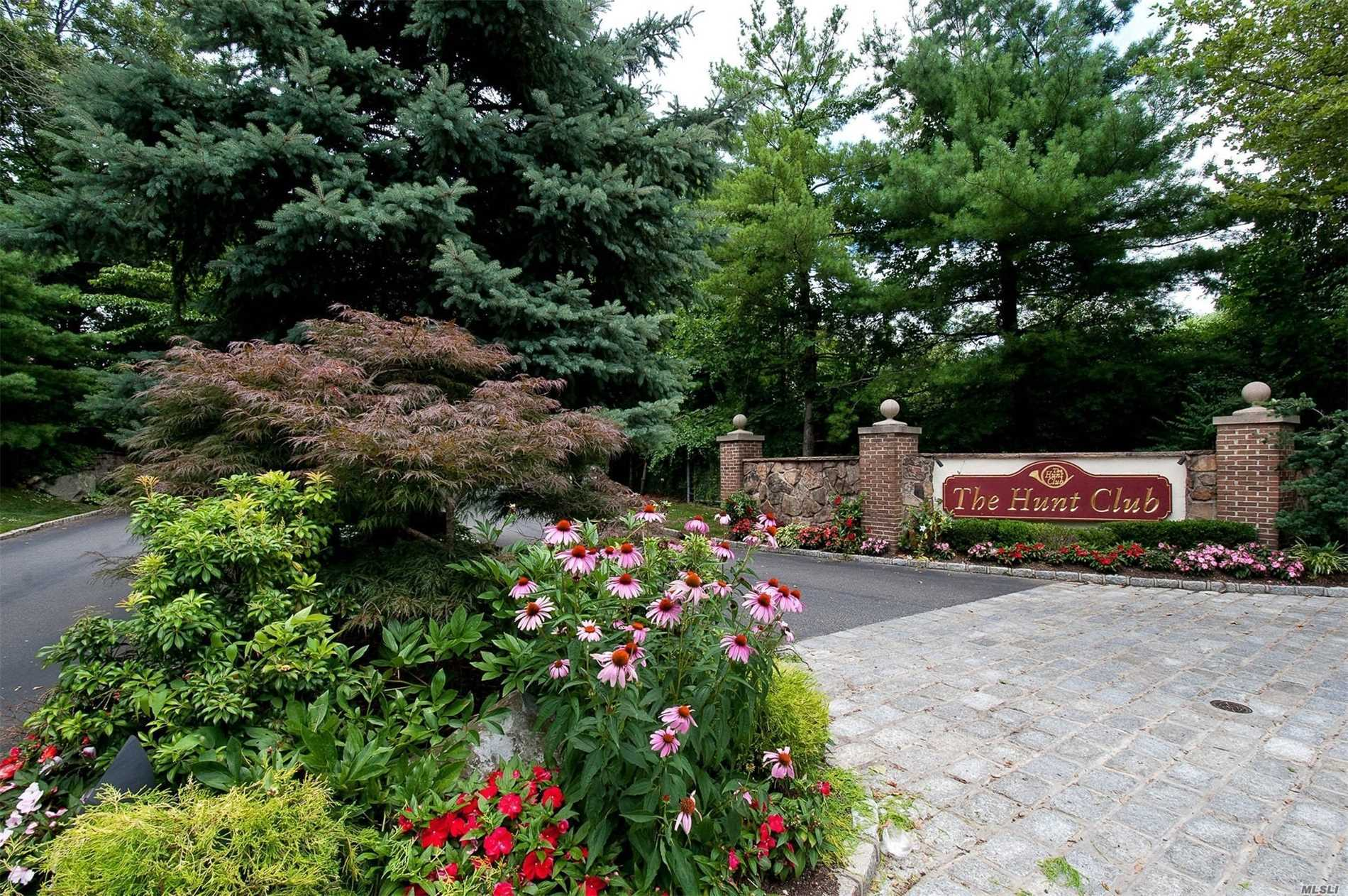 Property for sale at 45 Hunt Dr, Jericho,  NY 11753
