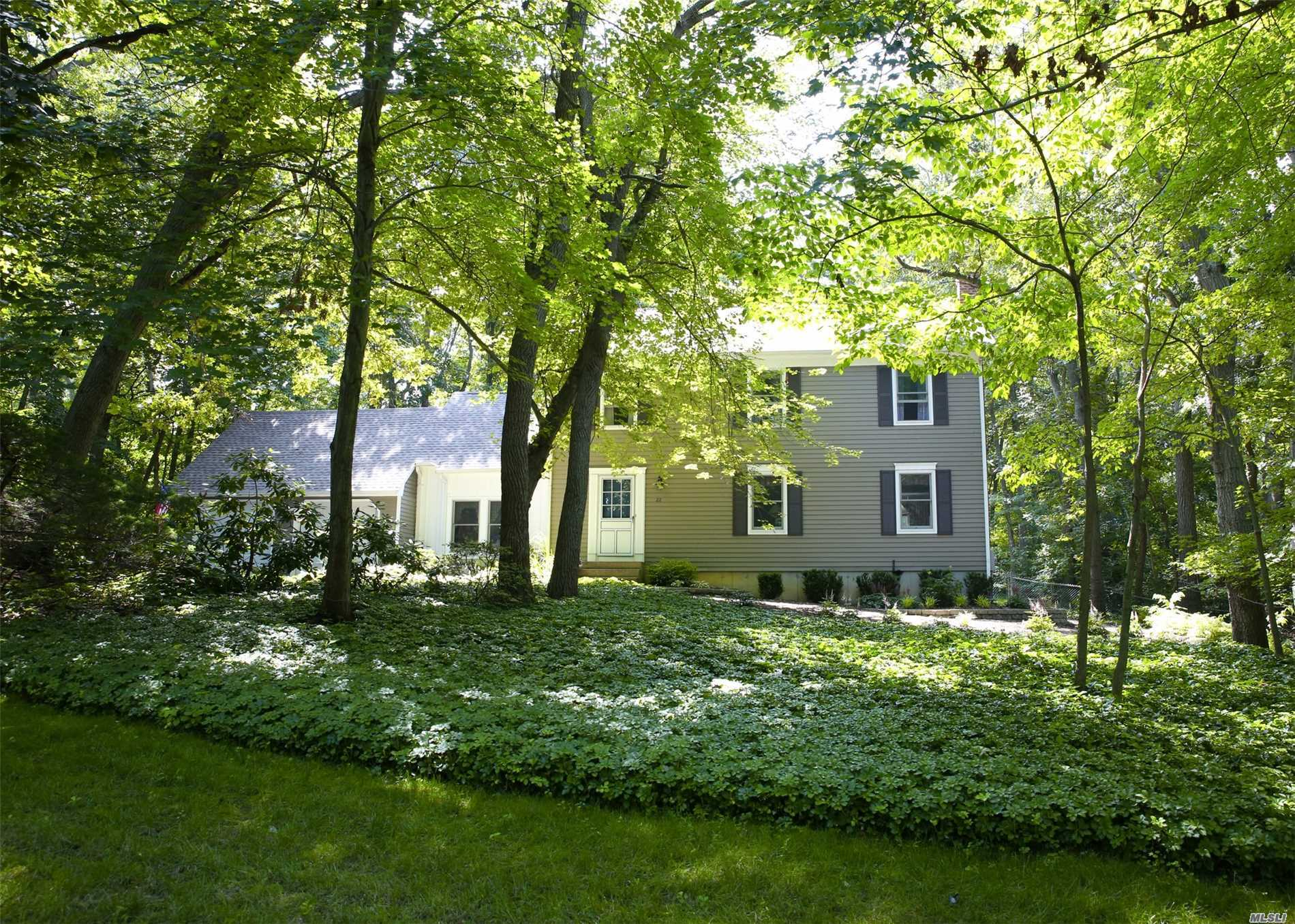 Photo of home for sale at 22 Buckingham Meado Rd, Setauket NY
