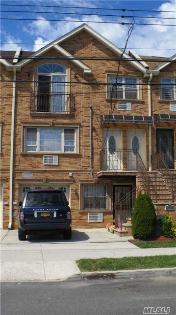 Photo of home for sale at 2809 Ely Ave, Bronx NY