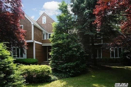Photo of home for sale at 6 Waterview Ln, Setauket NY