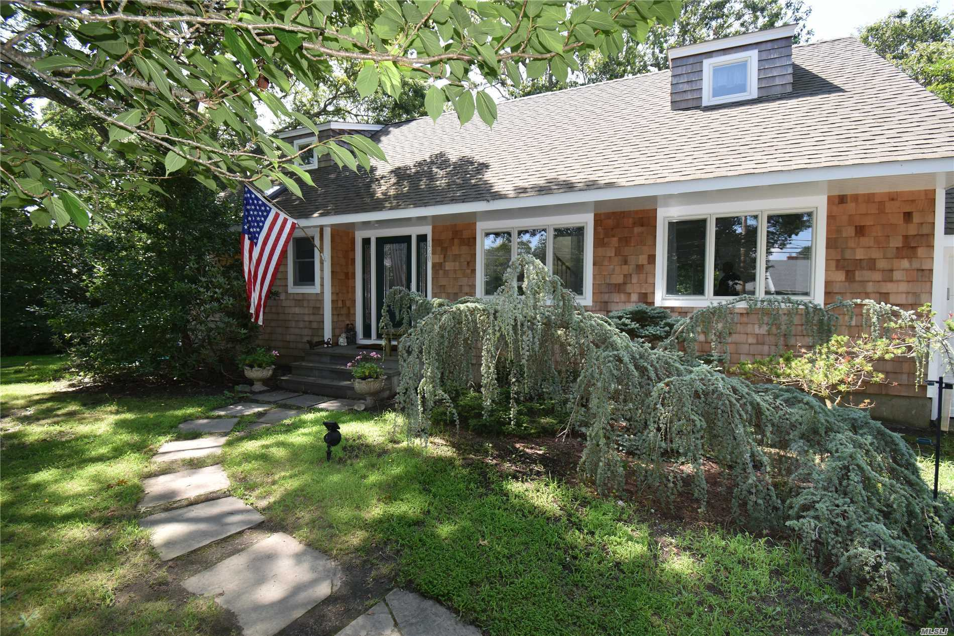 Photo of home for sale at 120 Lewis Rd, East Quogue NY