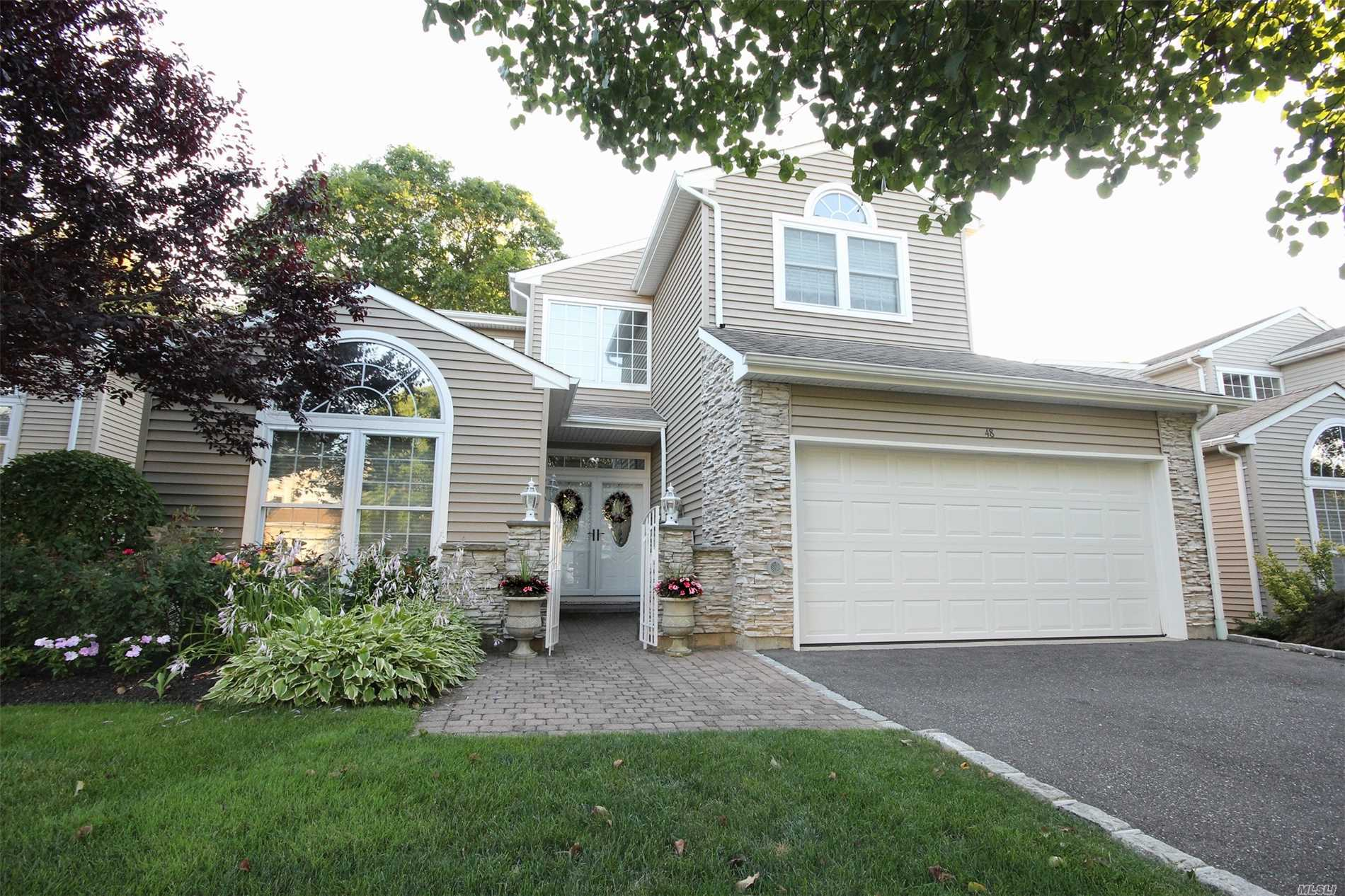 Property for sale at 48 Hamlet Dr, Hauppauge,  NY 11788
