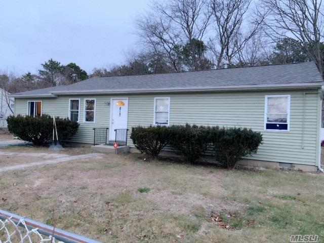 Photo of home for sale at 817 Provost Ave, Bellport NY