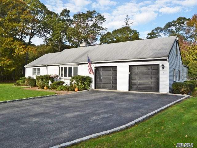 Photo of home for sale at 2 Scott Dr, Melville NY