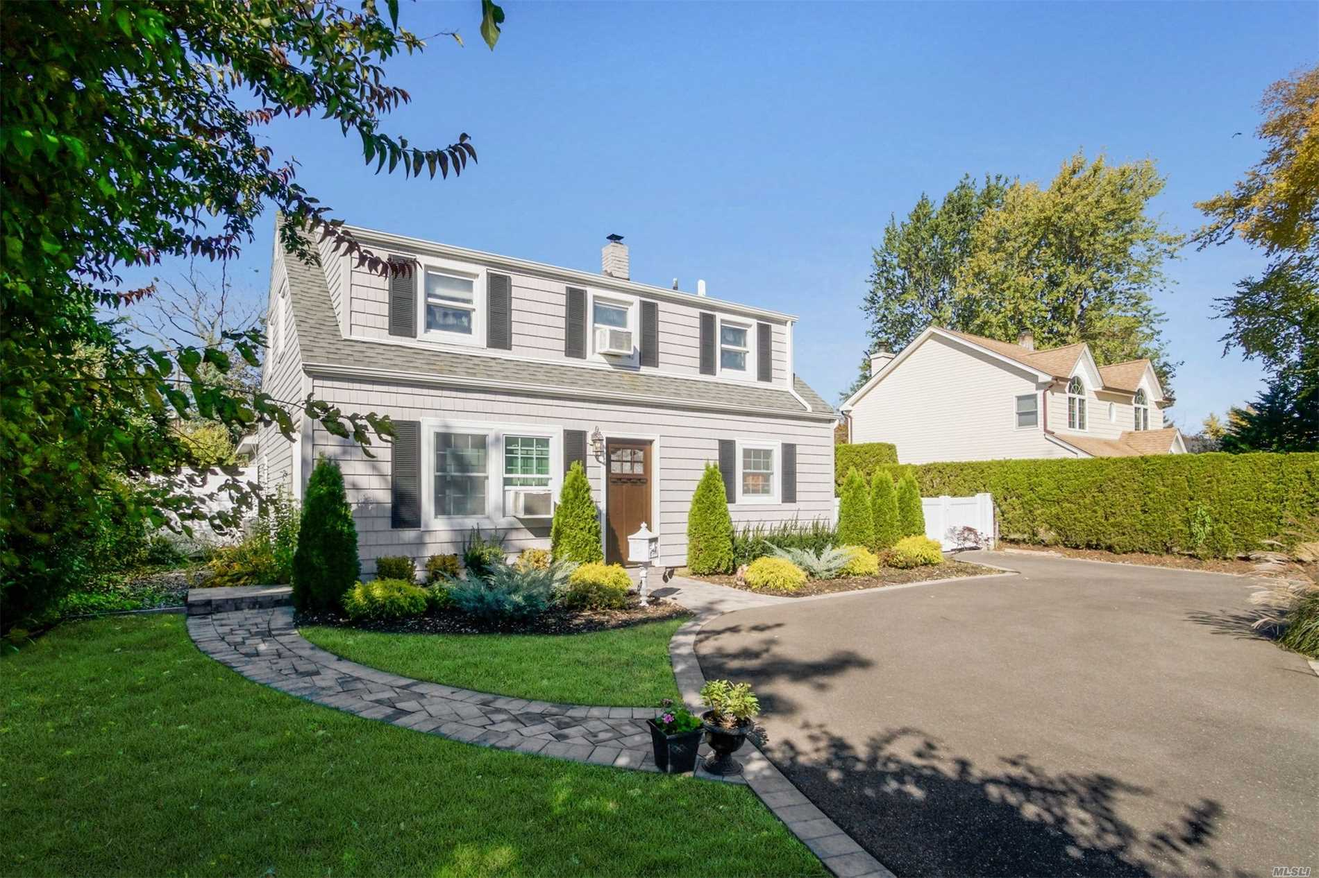 Photo of home for sale at 154 Spring Ln, Levittown NY