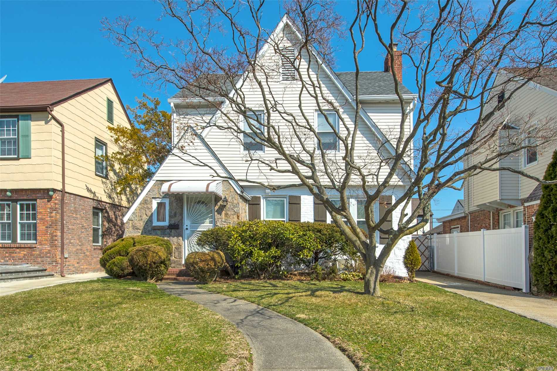 Photo of home for sale at 166-39 24 Rd, Whitestone NY