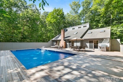 Photo of home for sale at 12 Timber Trl, Amagansett NY