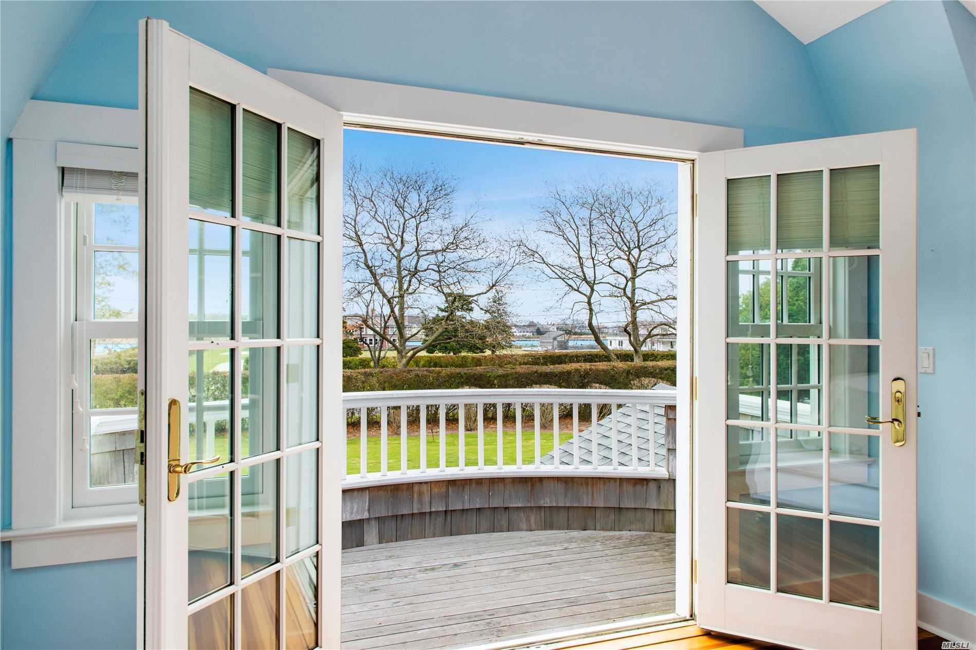 Photo of home for sale at 33 Seafield Ln, Westhampton Bch NY
