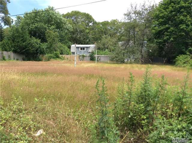Photo of home for sale at 1020 Mastic Rd, Mastic NY