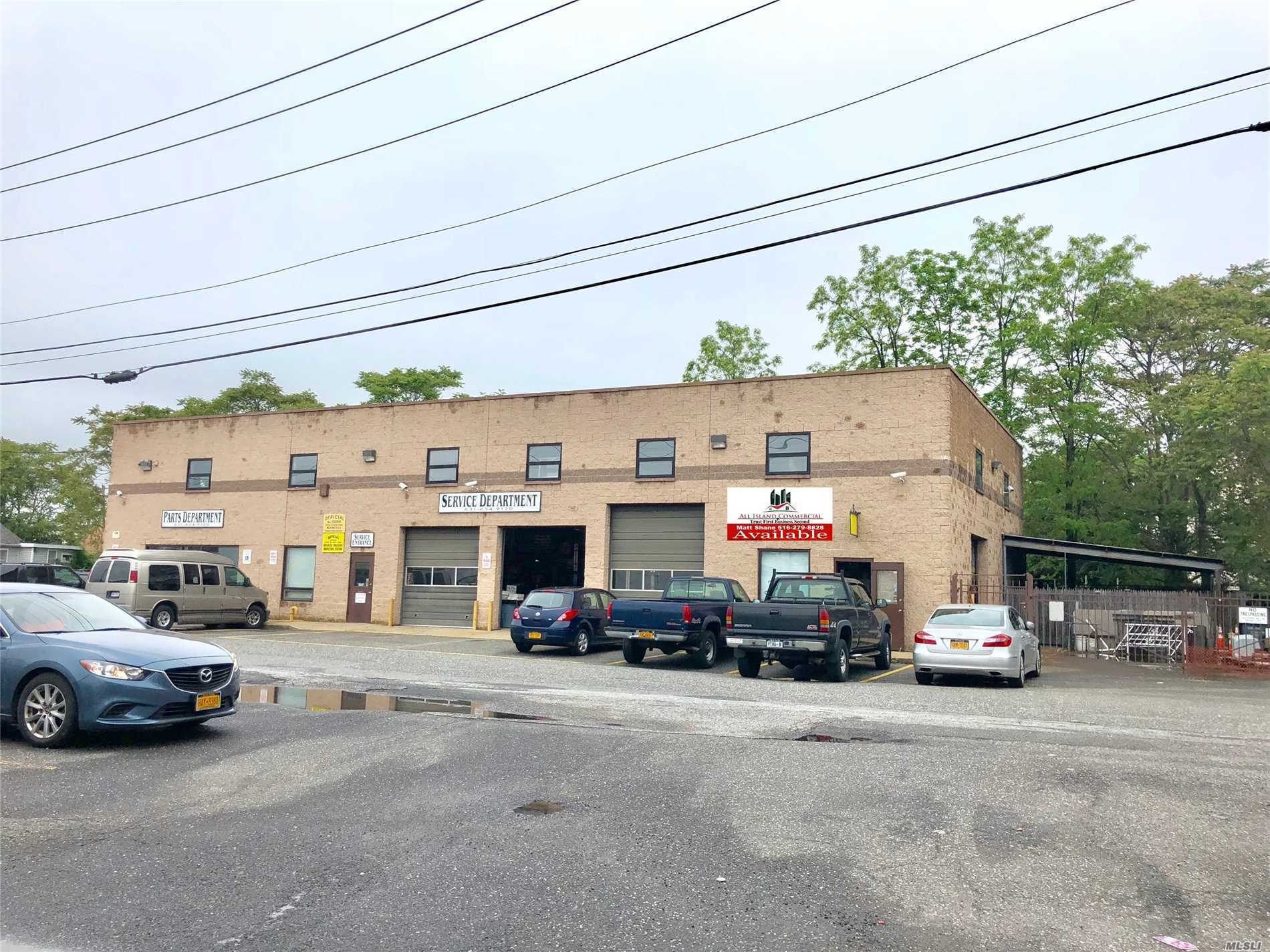 Photo of home for sale at 488 Main St E, Patchogue NY
