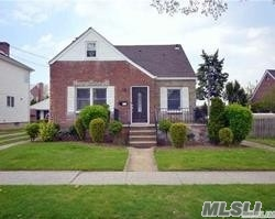 Photo of home for sale at 956 N 3rd St, New Hyde Park NY