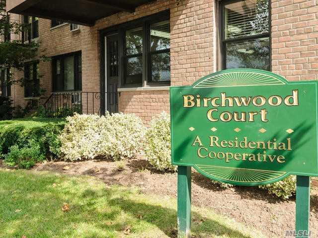 Property for sale at 6 Birchwood Ct, Mineola,  New York 11501