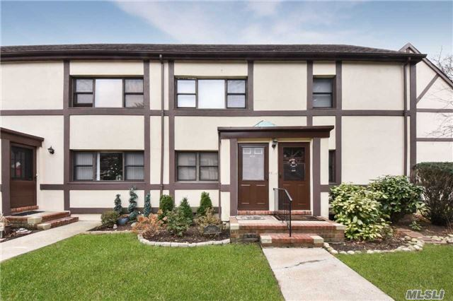 Property for sale at 266 Cherry Valley Ave, Garden City,  NY 11530