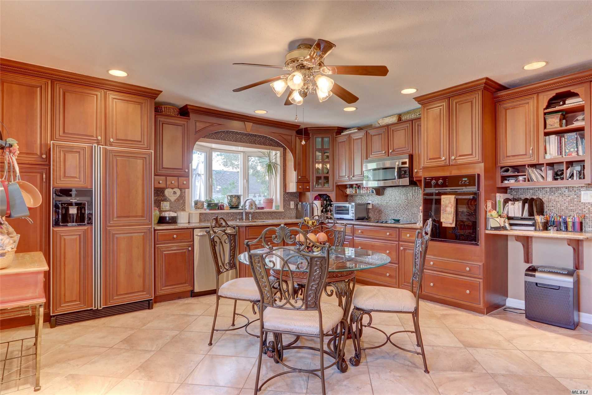 Photo of home for sale at 234 Perkins Ave, Oceanside NY