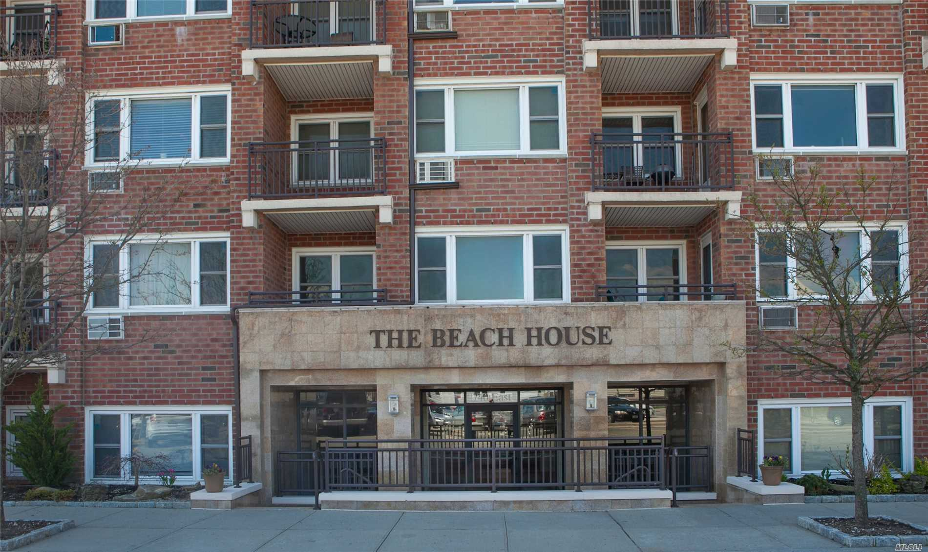 Photo of home for sale at 740 Broadway E, Long Beach NY