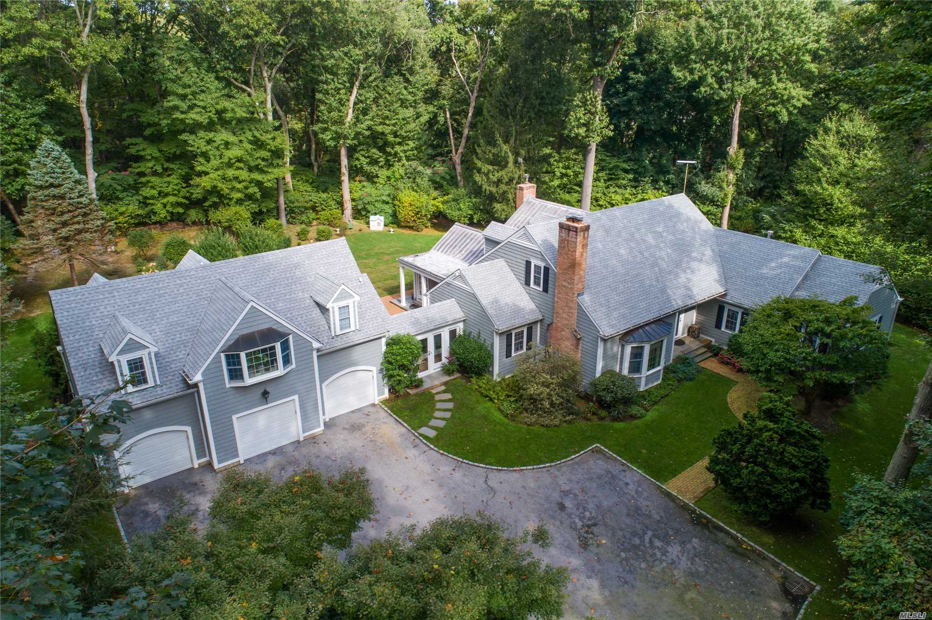 Photo of home for sale at 12 Matinecock Farms, Glen Cove NY