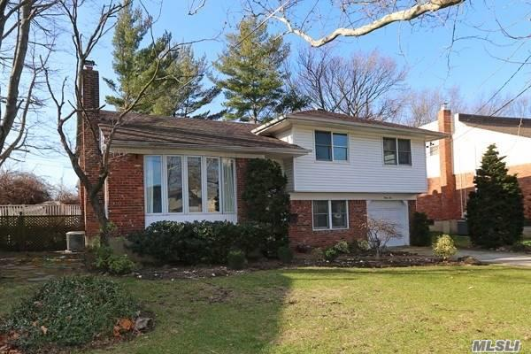 Property for sale at 22 Holiday Ct, North Woodmere,  NY 11581