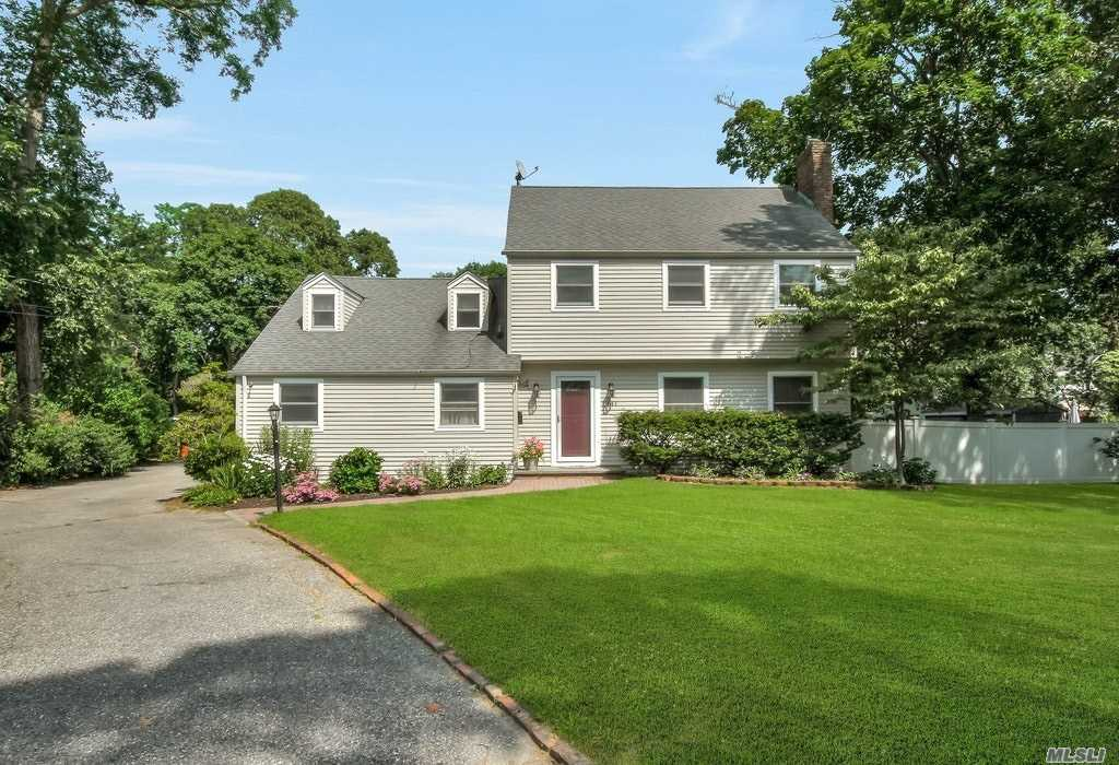 Photo of home for sale at 141 Saint Marks Ln, Islip NY