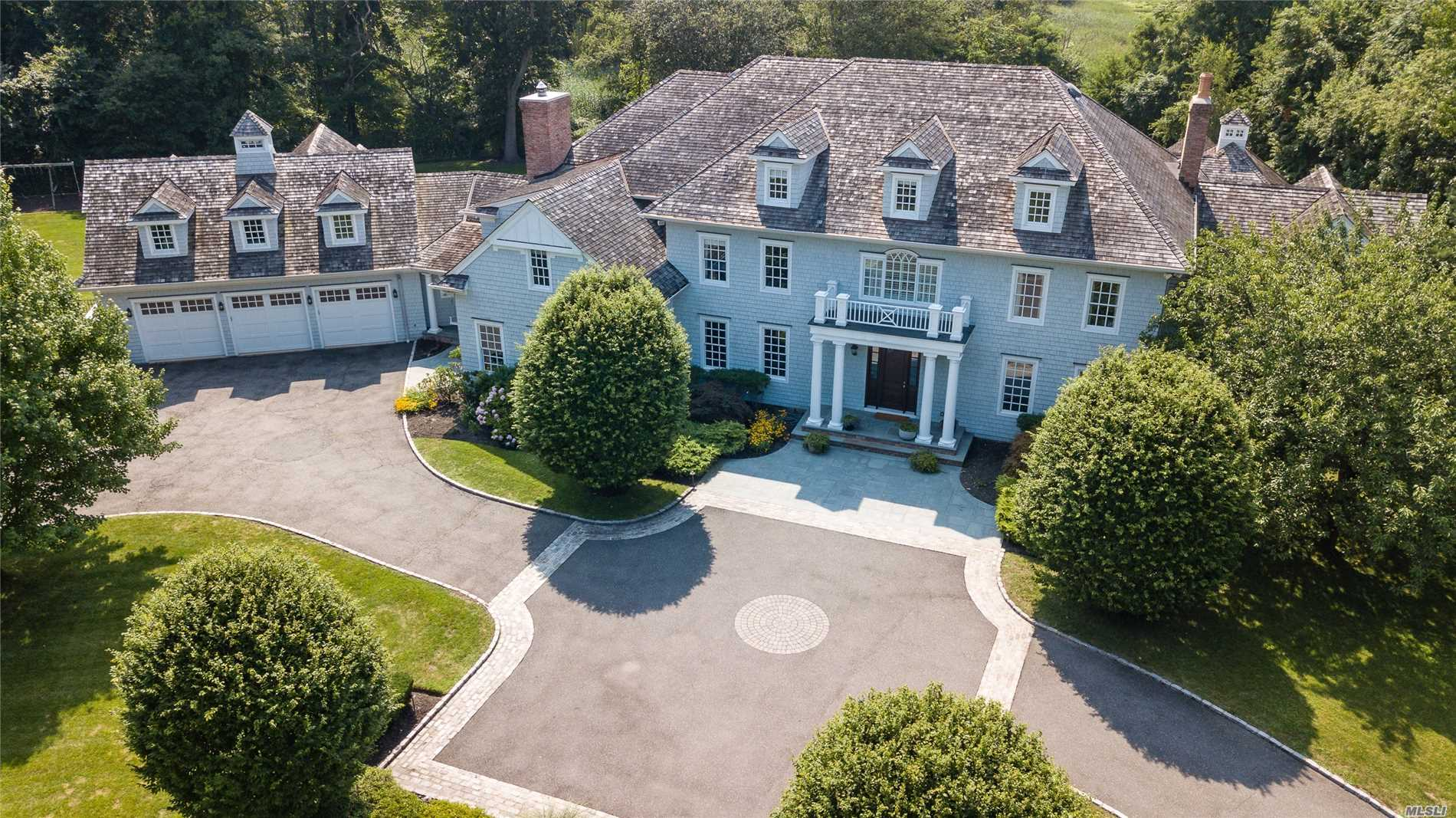 Photo of home for sale at 1 Ariel Ct, Sands Point NY