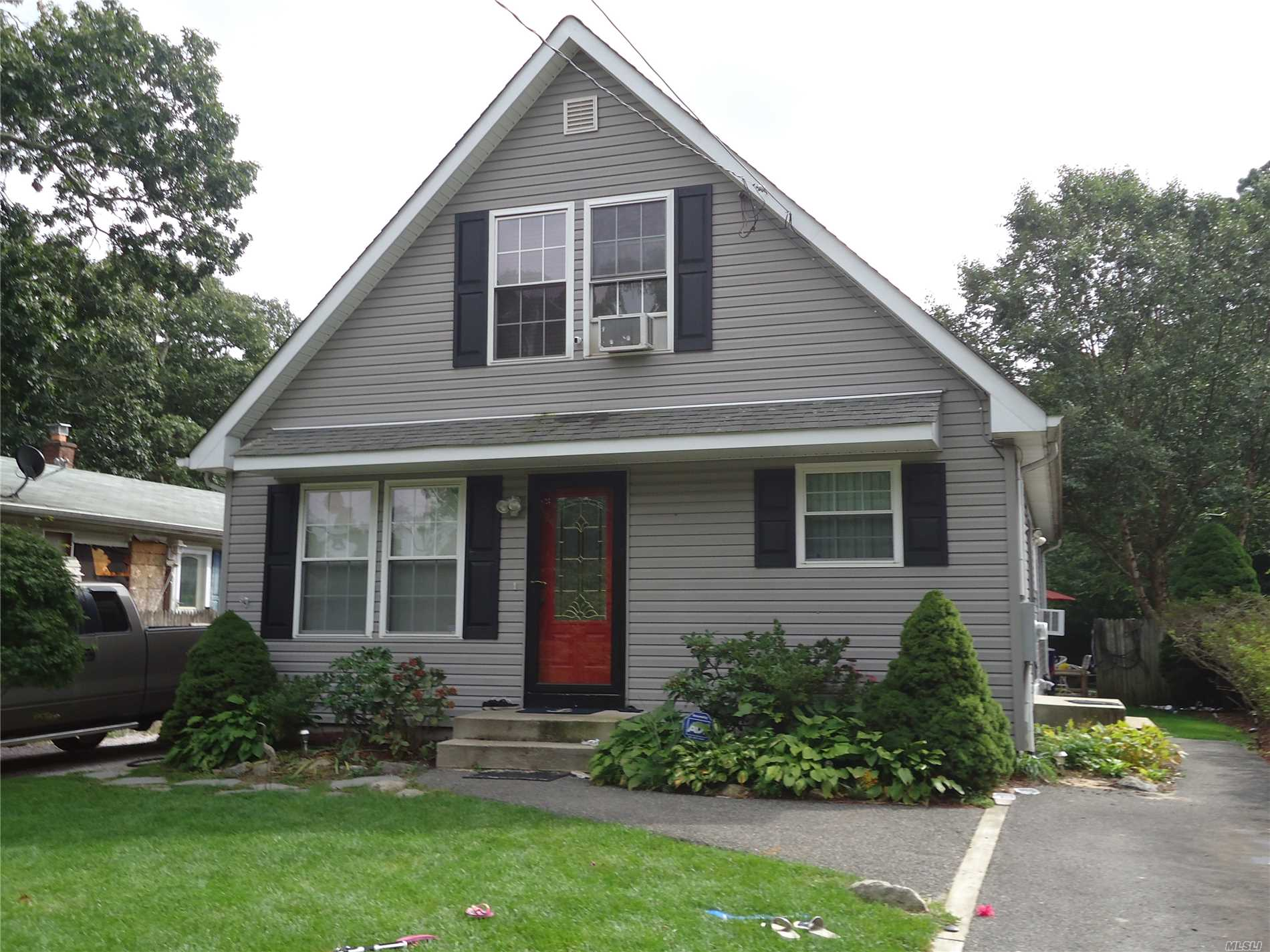 Photo of home for sale at 105 Priscilla Ave, Flanders NY