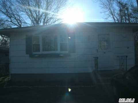 Photo of home for sale at 20 Broadway St, Mastic NY
