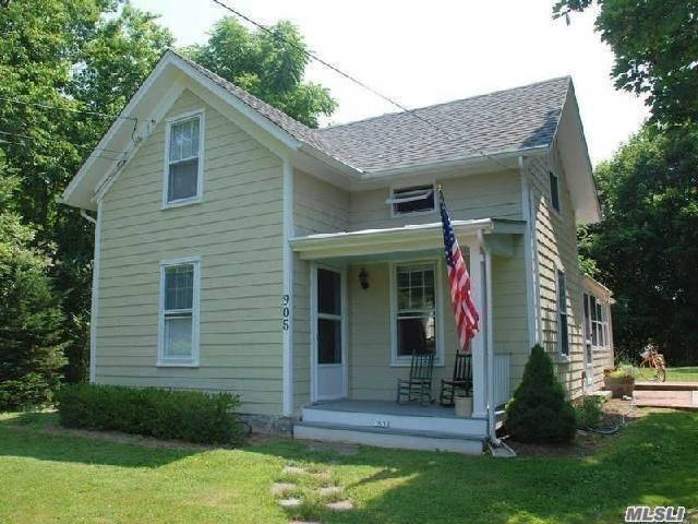 Photo of home for sale at 905 Village Ln, Orient NY