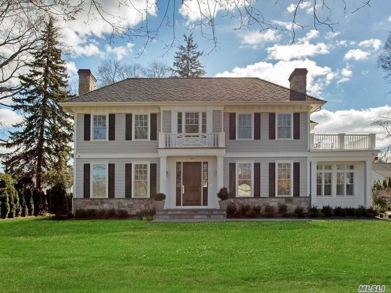 Photo of home for sale at 42 Central Dr, Manhasset NY