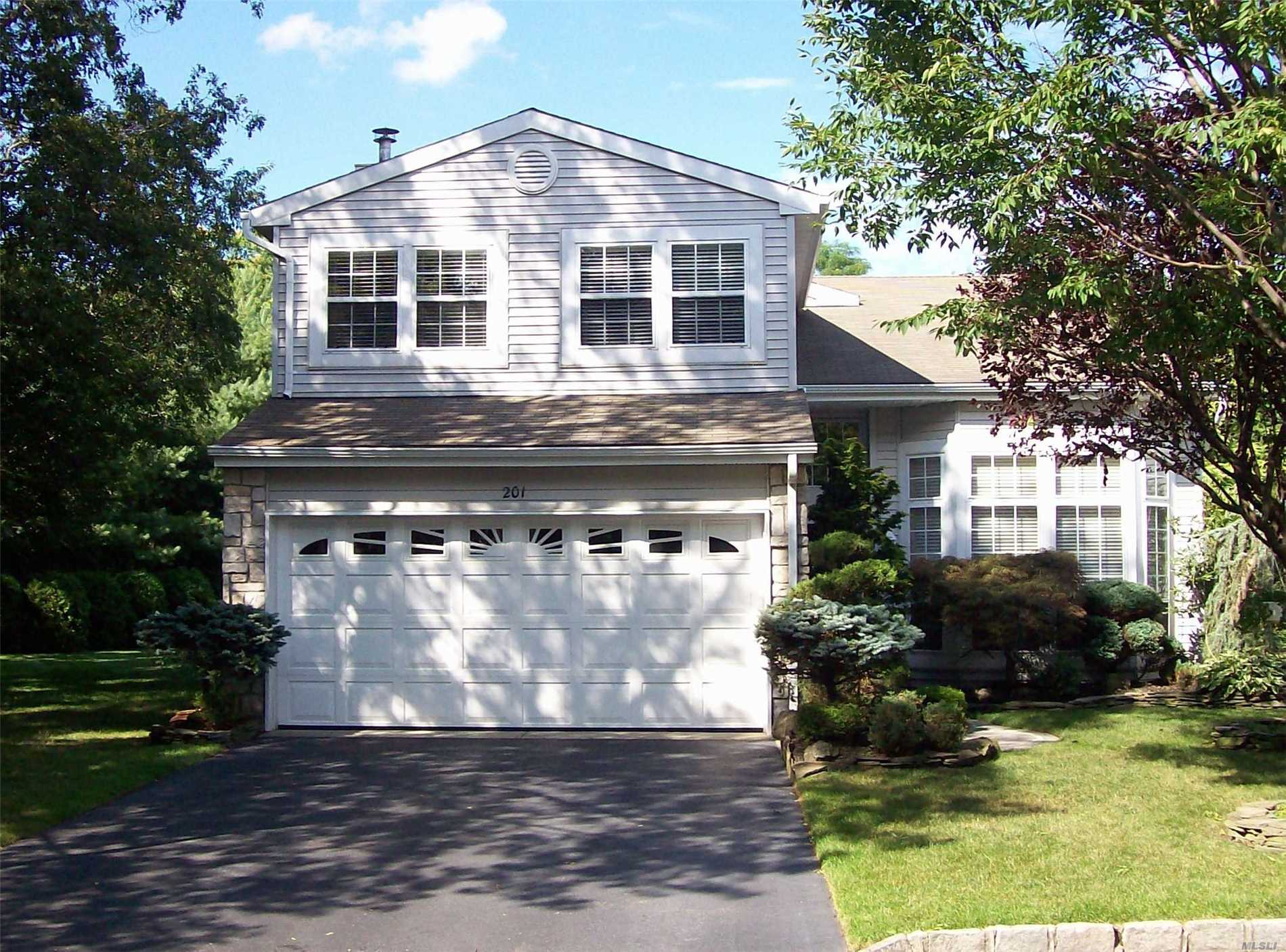 Photo of home for sale at 201 Fairfield Dr E, Holbrook NY
