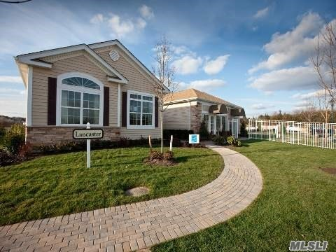 Photo of home for sale at 22 Hamlet Woods Dr, St. James NY