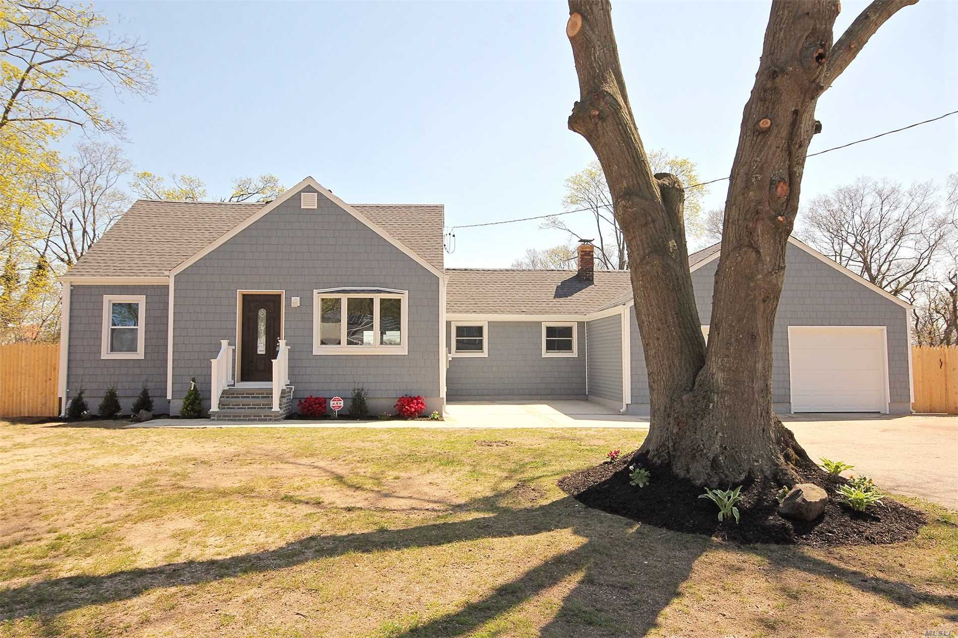 Photo of home for sale at 2 Cleveland St, Islip Terrace NY