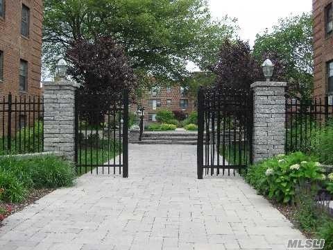 Property for sale at 1 Jefferson Ave, Rockville Centre,  NY 11570