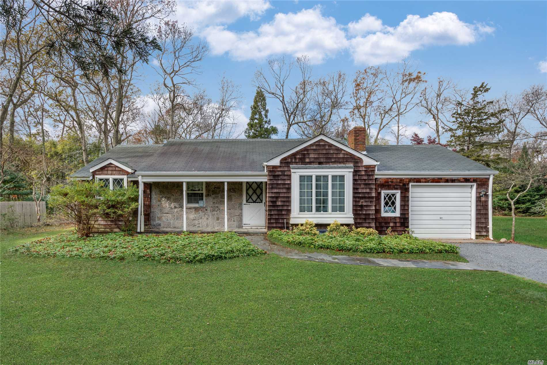 Photo of home for sale at 12 Argyle Ln, East Hampton NY