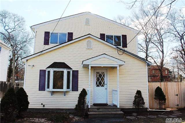 Photo of home for sale at 92 Wood Ave, Mastic NY