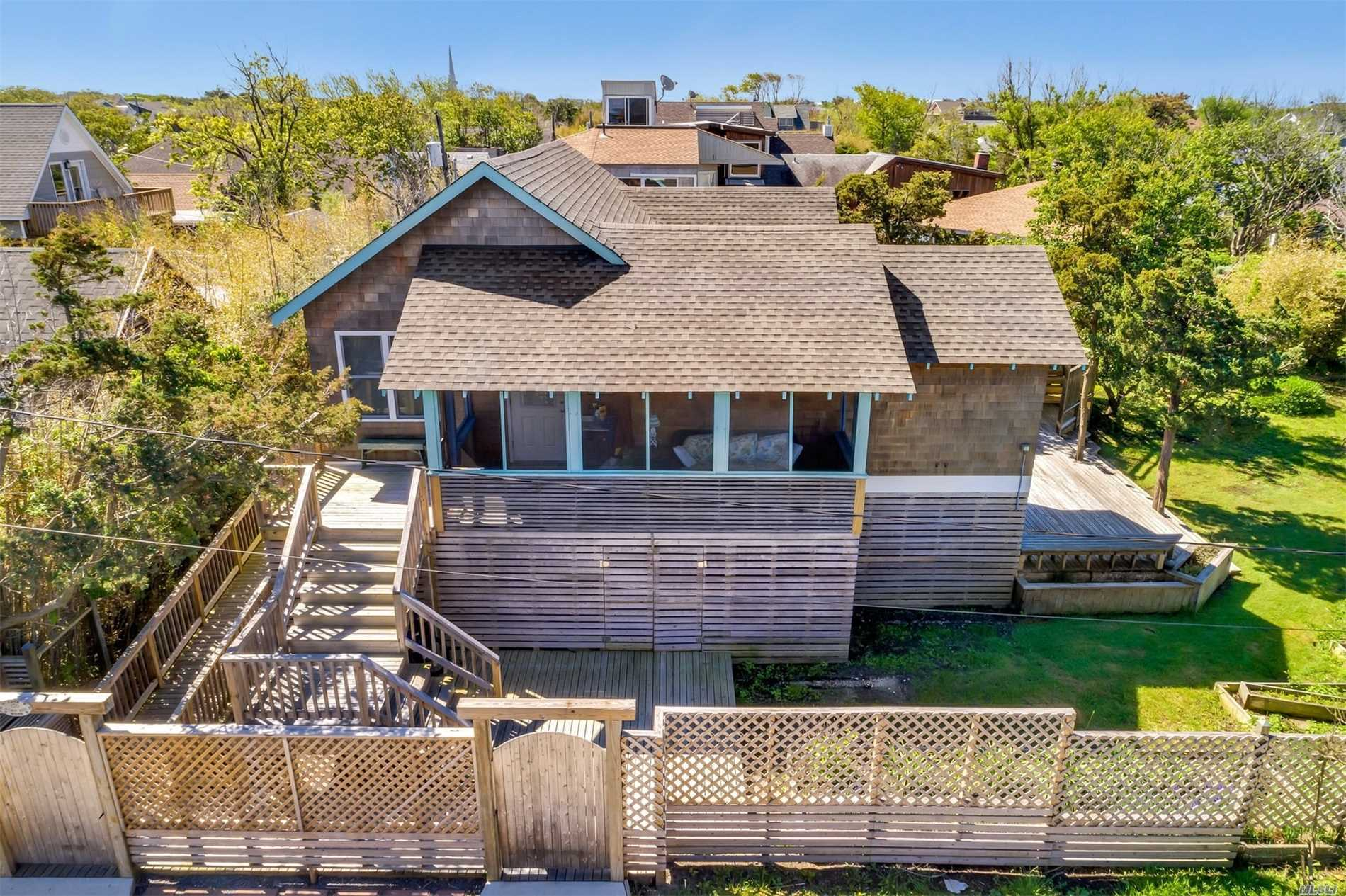 Photo of home for sale at 170 Wilmot, Ocean Beach NY