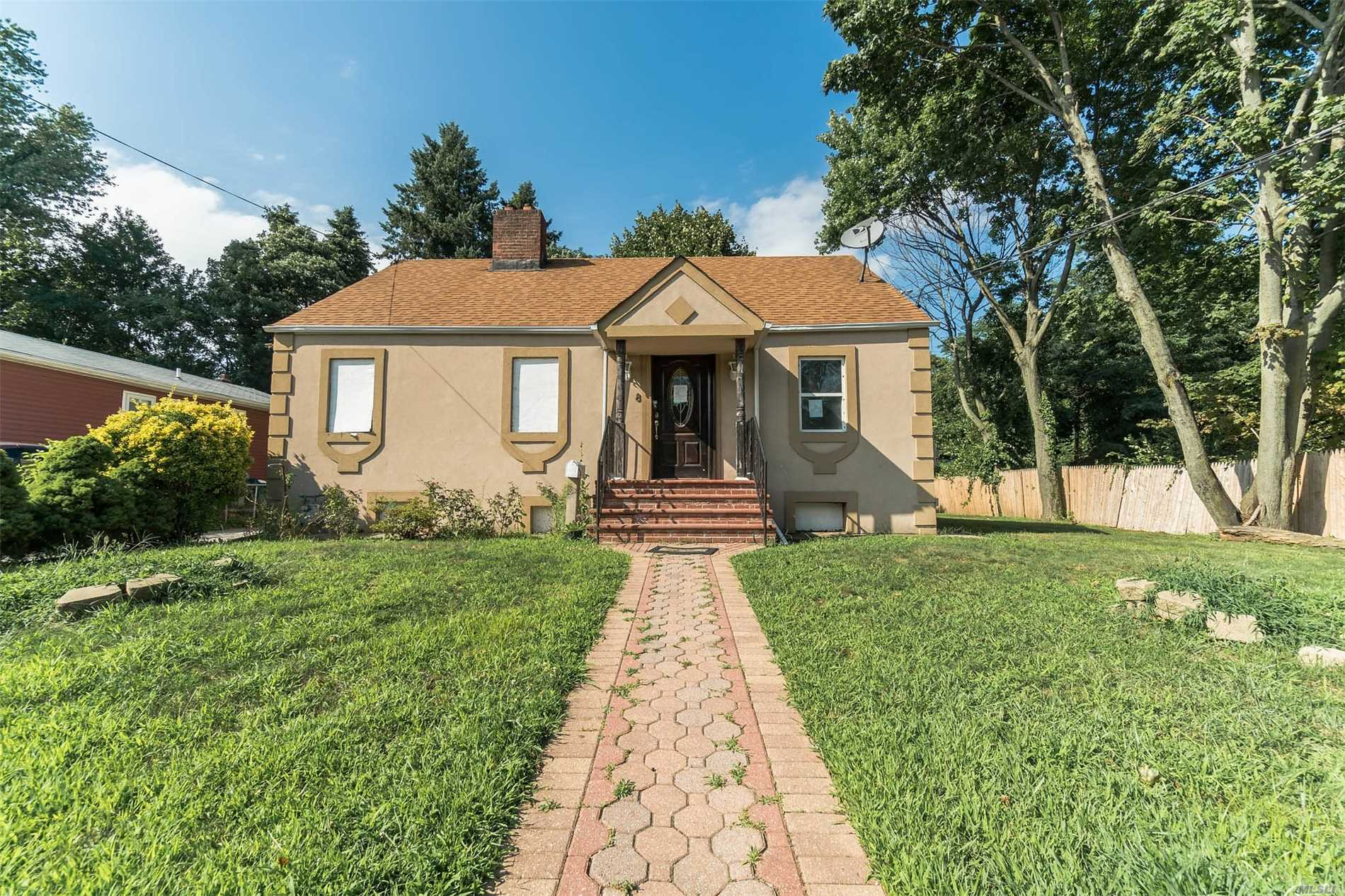 Photo of home for sale at 8 Coolidge Ave, Amityville NY
