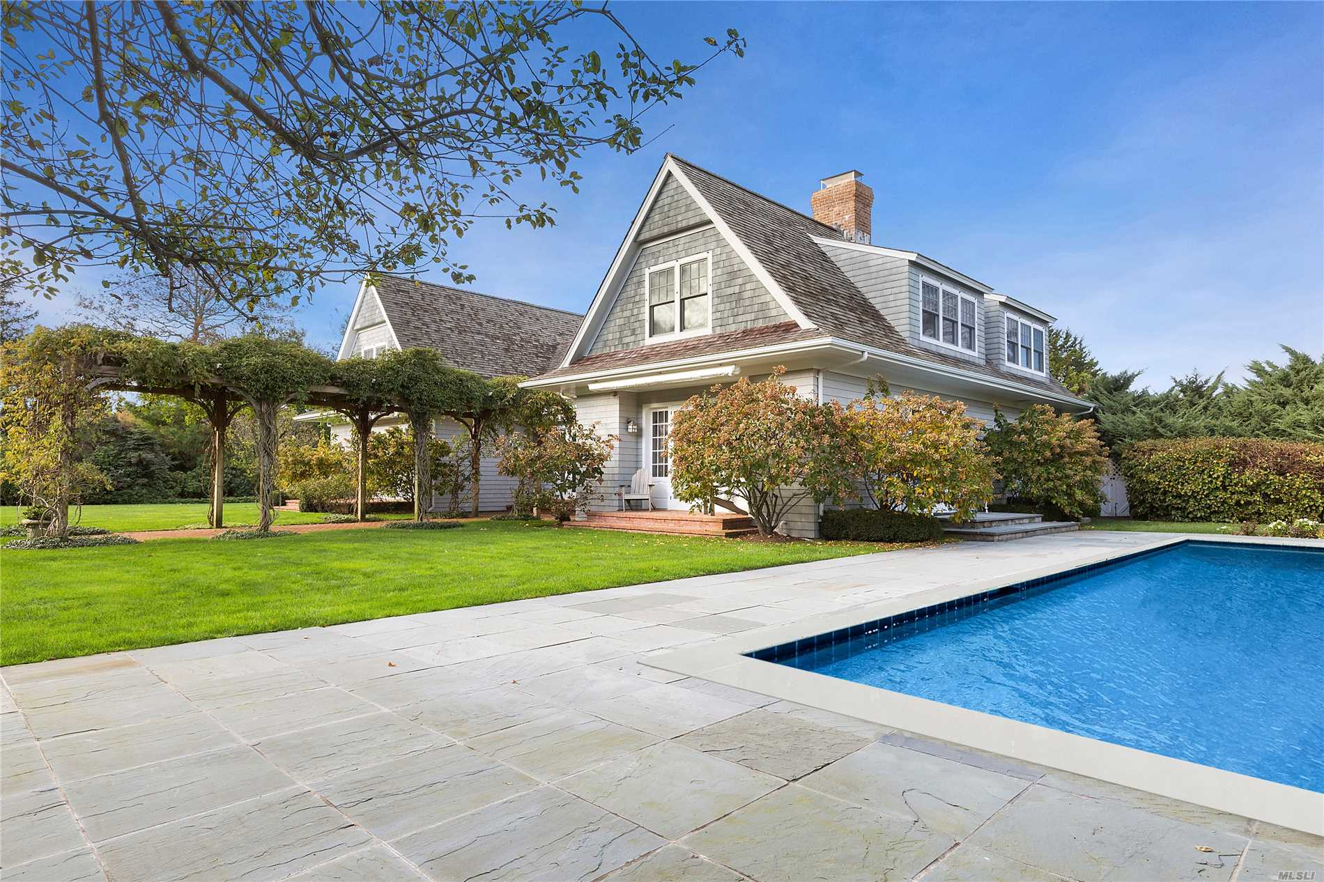 Photo of home for sale at 409 Bridge Ln, Sagaponack NY
