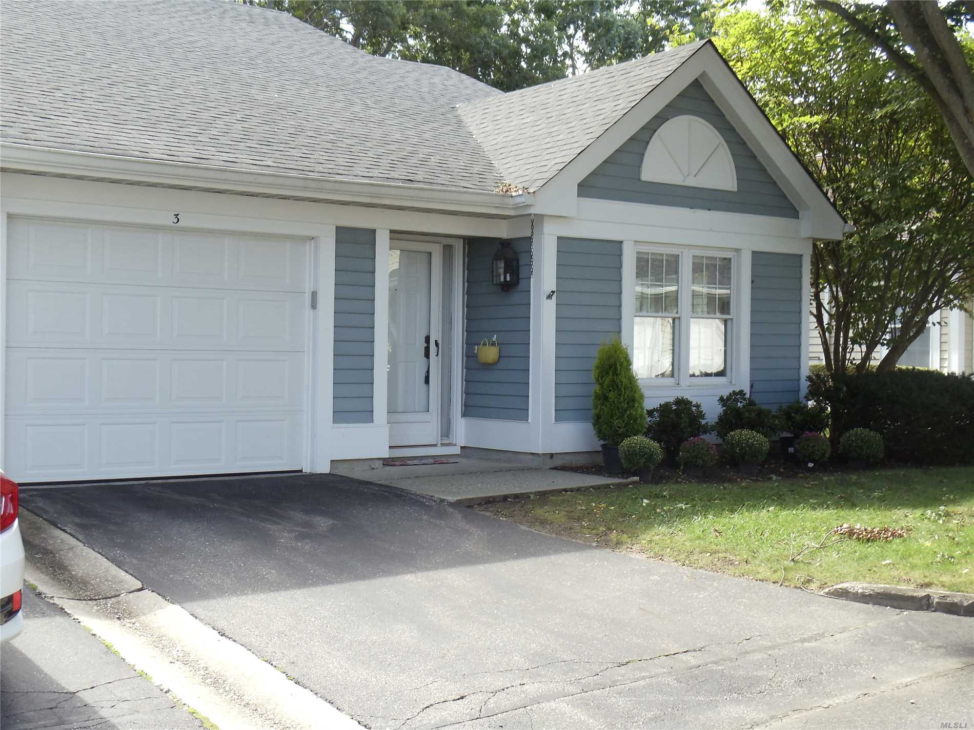 Property for sale at 3 Wainscott Ct, Ridge,  NY 11961