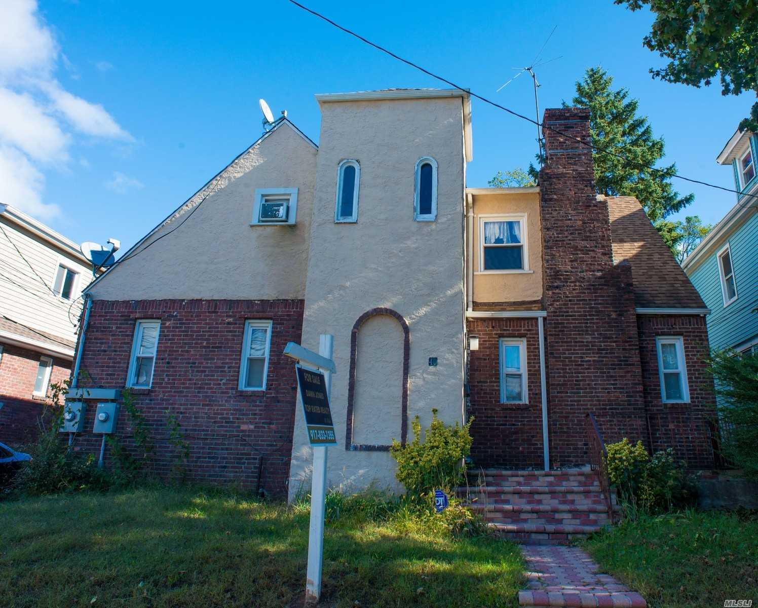 Photo of home for sale at 40 California Ave, Hempstead NY
