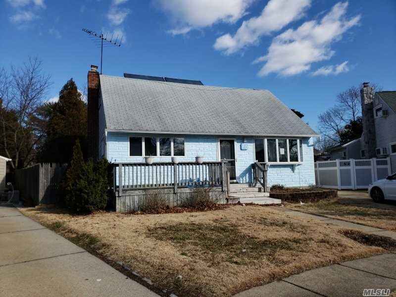 Photo of home for sale at 20 Marlon Ave, Bethpage NY