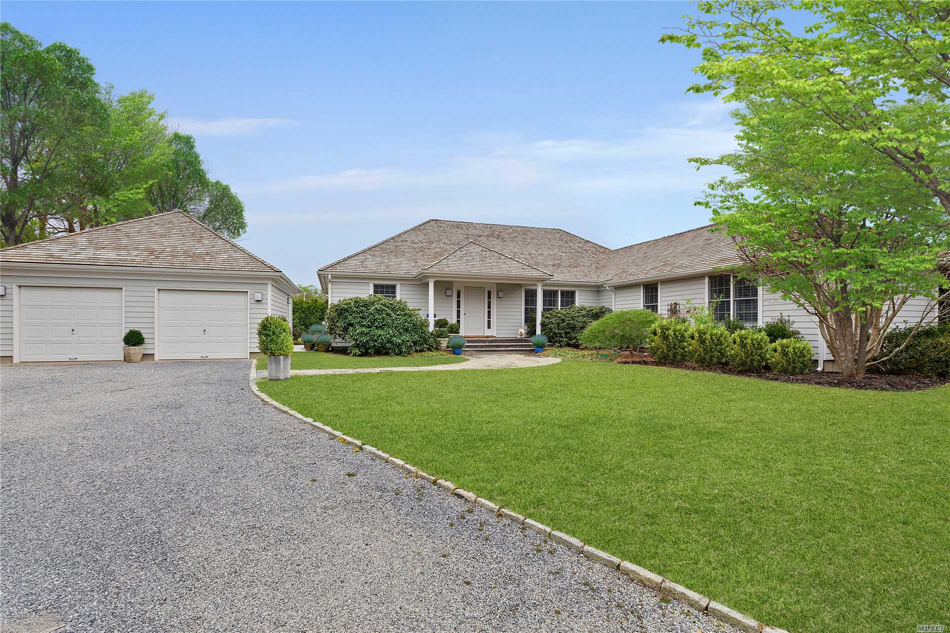 Photo of home for sale at 50 Cobblefield Ln, Southampton NY
