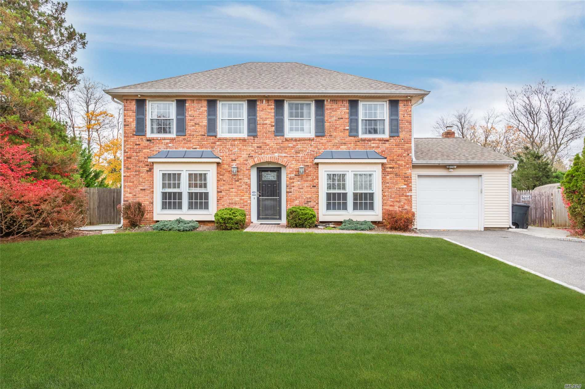 Photo of home for sale at 31 Magnet St, Stony Brook NY
