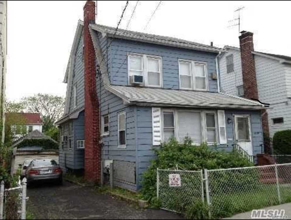Photo of home for sale at 42-30 162 St, Flushing NY
